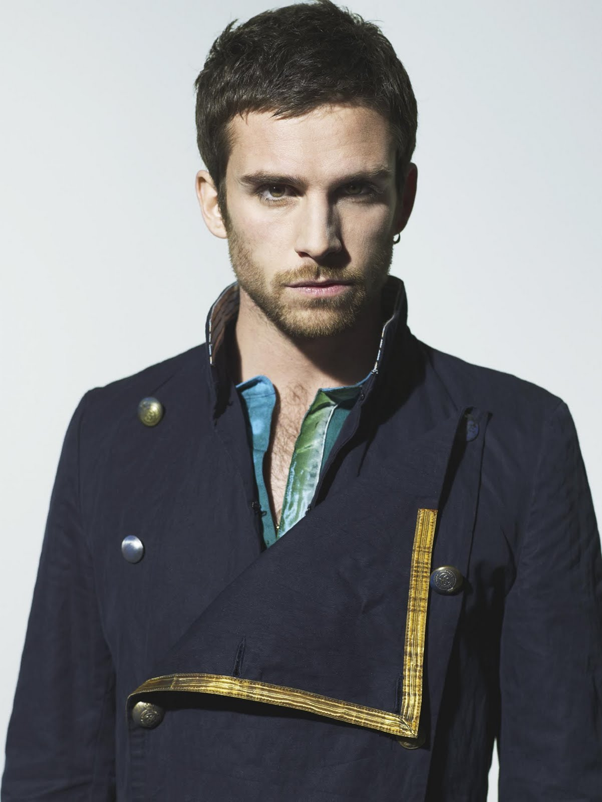 The 40-year old son of father (?) and mother(?), 175 cm tall Guy Berryman in 2018 photo